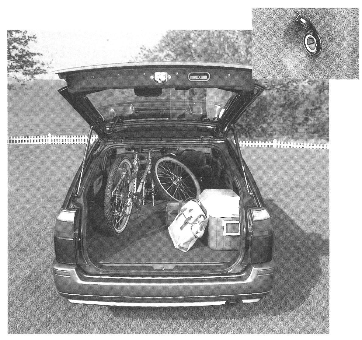 生活者ニーズに応え、後部荷室側面にキャンプ用品やアウトドア用品を接続できる予備電源コンセントを設置した。写真は「アベニール・サリュー」