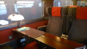 パリ リヨン駅から南仏に向かうTGVの車内