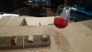 「FAIRVIEW GOATS FARM」では、自社製品の山羊のチーズをワインと一緒にテイスティングできる。チーズのみの試食はR 20(約170円)、ワインとチーズのセットでの試食はR 40(約340円)程度