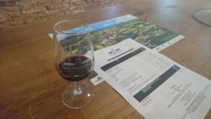 「MEERENDAL」のワインの試飲コーナー。料金は種類にもよるが、ワイン4種類にテイスティング用のグラス込みでR 30(約255円)程度とリーズナブル