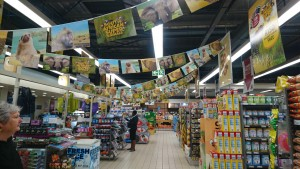 「South African Super Animals」の装飾が施されたPick n Pay店内