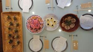 写真左から「ほっけ&竹の子族サラダ」「北のスパニッシュオムレツ花畑」「北海道アミューズブーシュ」「漁り火イタリアン」