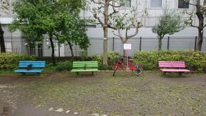 中央線・小田急線沿線の友人と京王線幡ヶ谷駅近辺の緑道で待ち合わせ。お互い、待ち合わせ地点にいったい何分で到着するかわからないため、事前に練習したり、手土産を用意したりと、なかなかのビッグ・プロジェクトだった